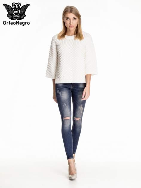 Granatowe gniecione spodnie skinny jeans z rozdarciami na kolanach                                  zdj.                                  2