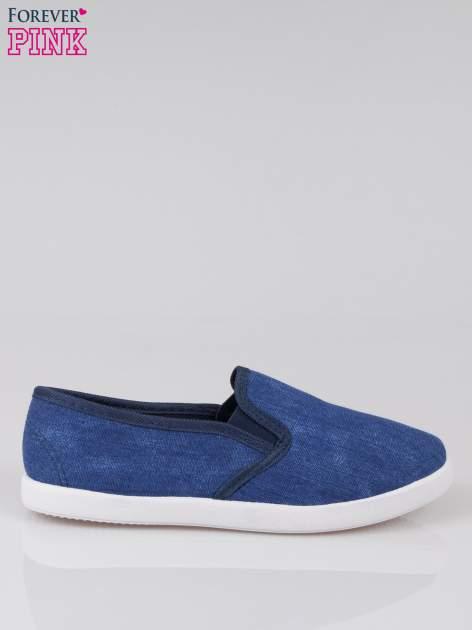 Granatowe jeansowe buty slip on