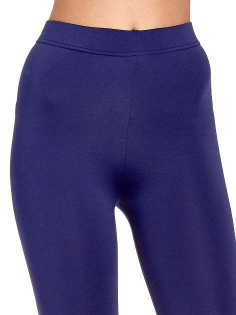 Granatowe legginsy basic z lekkim ociepleniem                                  zdj.                                  5