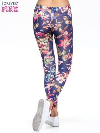 Granatowe legginsy z egzotycznym nadrukiem                                   zdj.                                  4