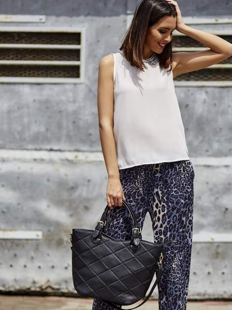 Granatowe lejące spodnie w panterkę