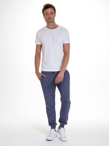 Granatowe melanżowe spodnie męskie z kieszeniami na suwak                                  zdj.                                  2