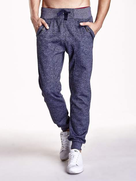 Granatowe melanżowe spodnie męskie z zasuwanymi kieszeniami                                  zdj.                                  1