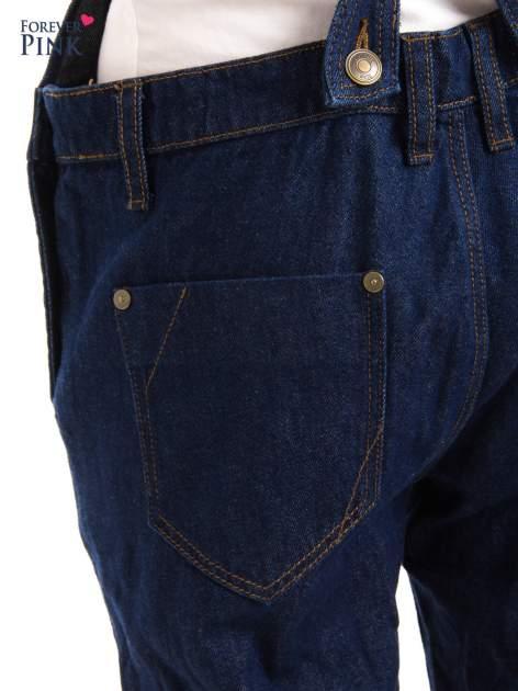 Granatowe ogrodniczki jeansowe z kieszeniami                                  zdj.                                  8