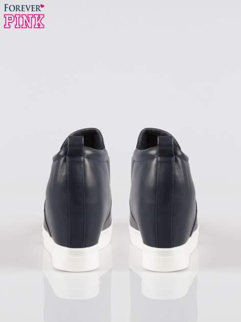 Granatowe sneakersy trampki na koturnie z lakierowanym czubkiem                                  zdj.                                  3