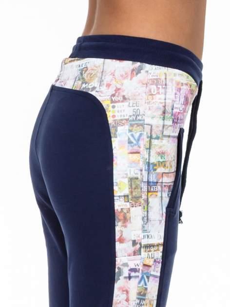 Granatowe spodnie dresowe z gazetowym lampasem                                  zdj.                                  5