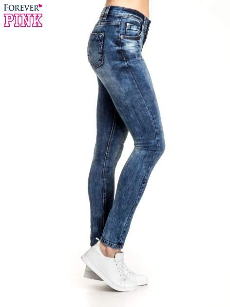 Granatowe spodnie skinny jeans z lekkim dekatyzowaniem                                  zdj.                                  2