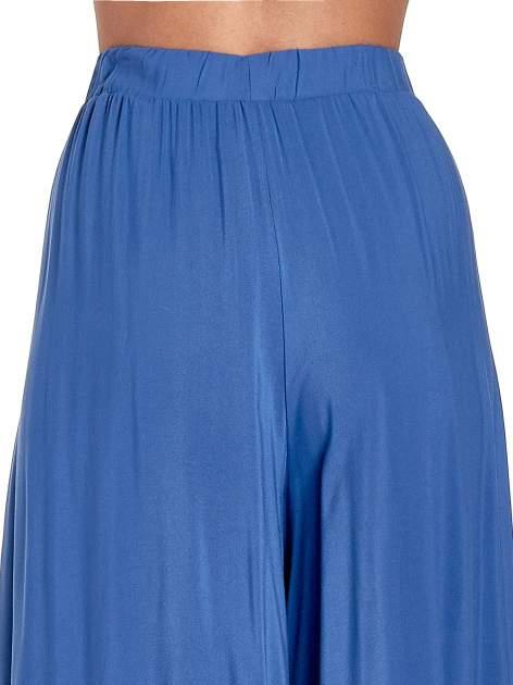 Granatowe zwiewne spodnie typu culottes                                  zdj.                                  7