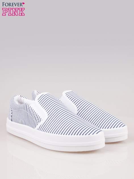 Granatowo-białe buty slip on w paski na grubej podeszwie                                  zdj.                                  2