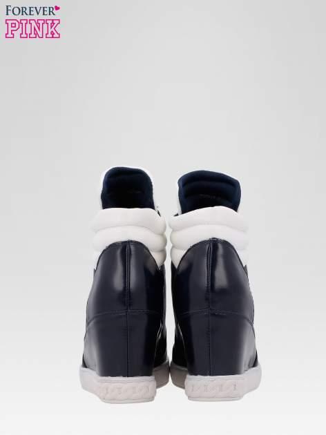 Granatowo-białe sneakersy damskie z suwakiem                                  zdj.                                  3