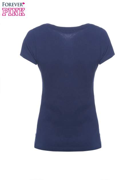 Granatowy basicowy t-shirt z dekoltem w serek                                  zdj.                                  5