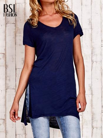 Granatowy długi t-shirt z rozporkami z boku                                  zdj.                                  1