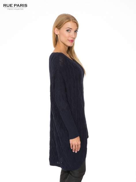 Granatowy dziergany długi sweter o kroju oversize                                  zdj.                                  3
