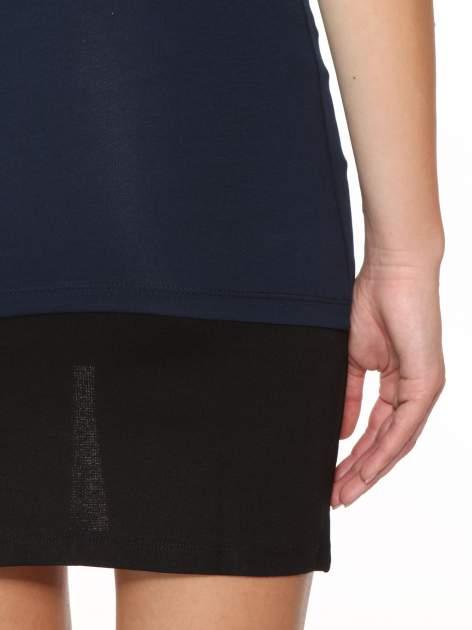 Granatowy gładki top na szerokich ramiączkach                                  zdj.                                  9