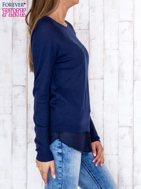 Granatowy luźny sweter z siateczką i wycięciem z tyłu                                  zdj.                                  3