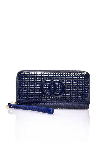 Granatowy pikowany portfel z uchwytem na rękę
