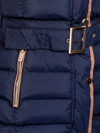 Granatowy płaszcz z futrzanym kołnierzem i złotymi suwakami                                  zdj.                                  8