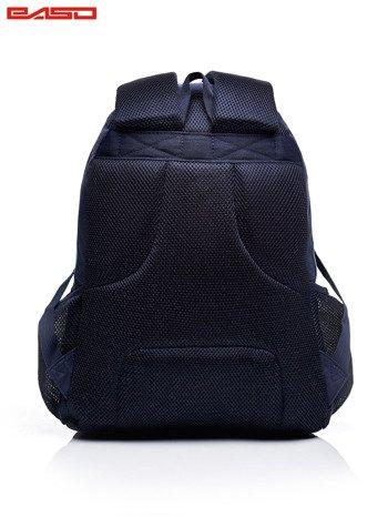 Granatowy plecak szkolny w kolorowe wzory                              zdj.                              4