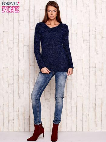 Granatowy sweter fluffy z cekinami                                  zdj.                                  2