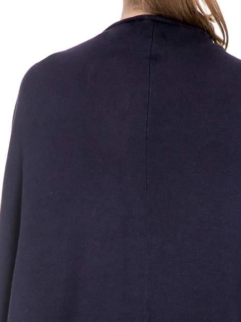 Granatowy sweter narzutka z nietoperzowymi rękawami                                  zdj.                                  7