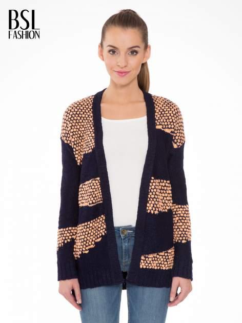 Granatowy sweter typu otwarty kardigan z ozdobnym ściegiem