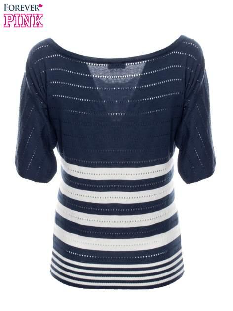 Granatowy sweter w paski z szerokim dekoltem                                  zdj.                                  8