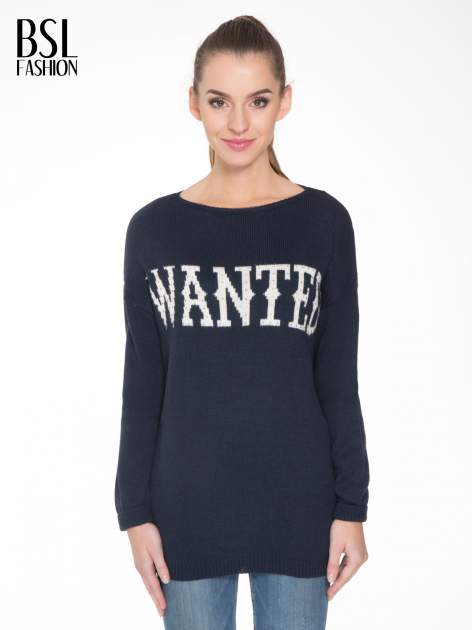 Granatowy sweter z nadrukiem WANTED i dżetami