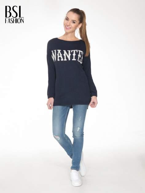 Granatowy sweter z nadrukiem WANTED i dżetami                                  zdj.                                  2