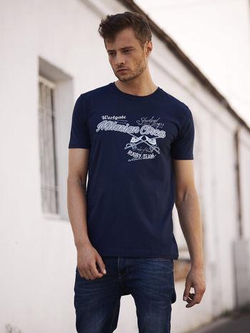 Granatowy t-shirt męski z nadrukiem napisów w sportowym stylu                                  zdj.                                  1