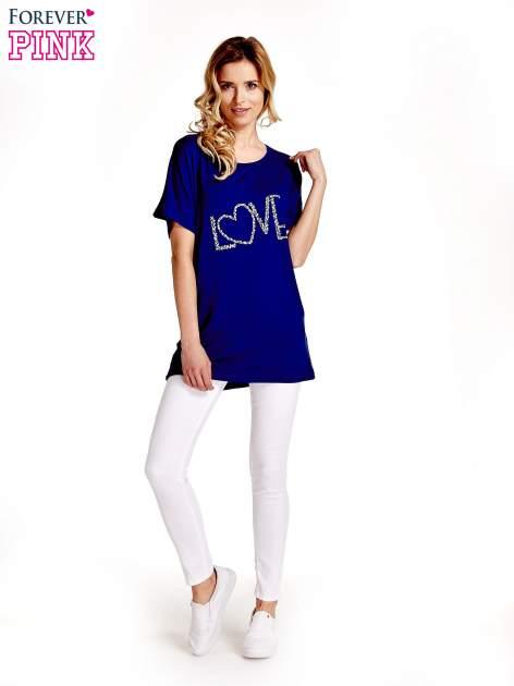Granatowy t-shirt z biżuteryjnym napisem LOVE                                  zdj.                                  7