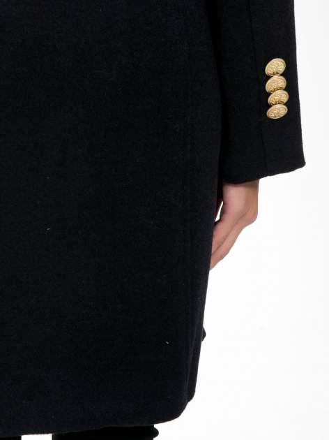 Granatowy wełniany płaszcz dwurzędowy z futrzanym kołnierzem                                  zdj.                                  11