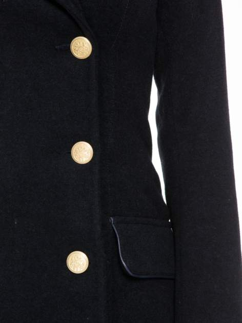 Granatowy wełniany płaszcz dwurzędowy z futrzanym kołnierzem                                  zdj.                                  6