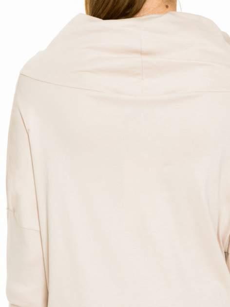 Jasnobeżowa bluzka dresowa z kołnierzokapturem i ściągaczem na dole                                  zdj.                                  7