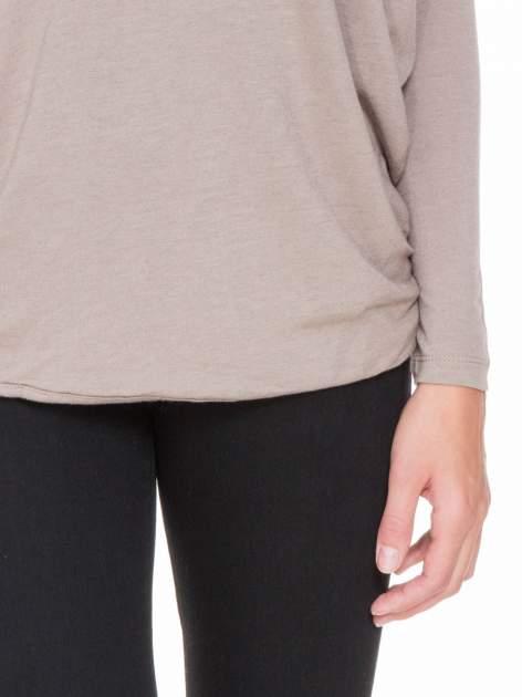 Jasnobrązowa bluzka z węzłowym dekoltem na plecach                                  zdj.                                  6
