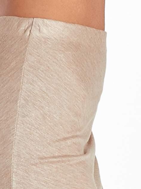 Jasnobrązowa spódnica maxi z drapowaniem i rozporkiem z boku                                   zdj.                                  8