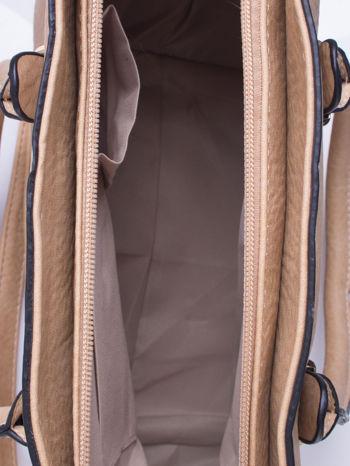 Jasnobrązowa torebka trapezowa z odpinanym paskiem                                  zdj.                                  4