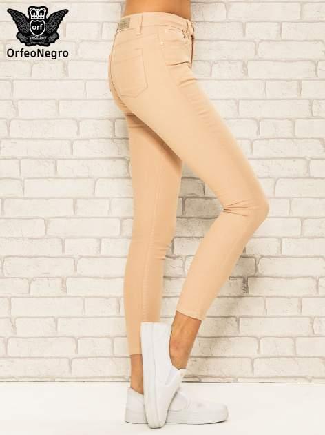Jasnobrązowe spodnie rurki skinny z kieszeniami                                  zdj.                                  3