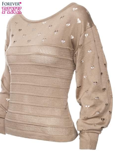 Jasnobrązowy ażurowy sweter w serduszka                                  zdj.                                  5