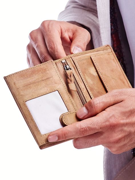 Jasnobrązowy portfel skórzany dla mężczyzny z naszywką                              zdj.                              3