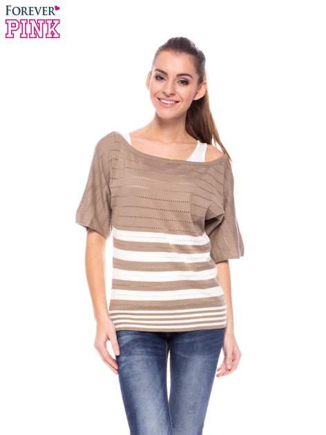 Jasnobrązowy sweter w paski z szerokim dekoltem                                  zdj.                                  1