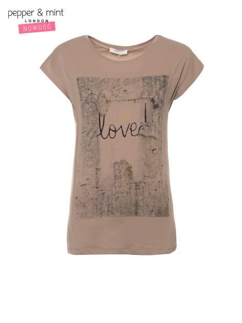 Jasnobrązowy t-shirt z napisem SHE LOVED                                  zdj.                                  2