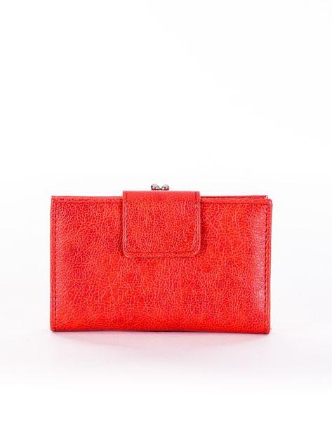 Jasnoczerwony portfel damski z klapką
