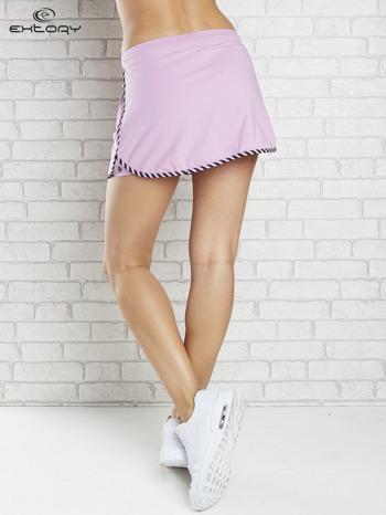 Jasnofioletowa spódnica dresowa z kieszonką na suwak                                  zdj.                                  2