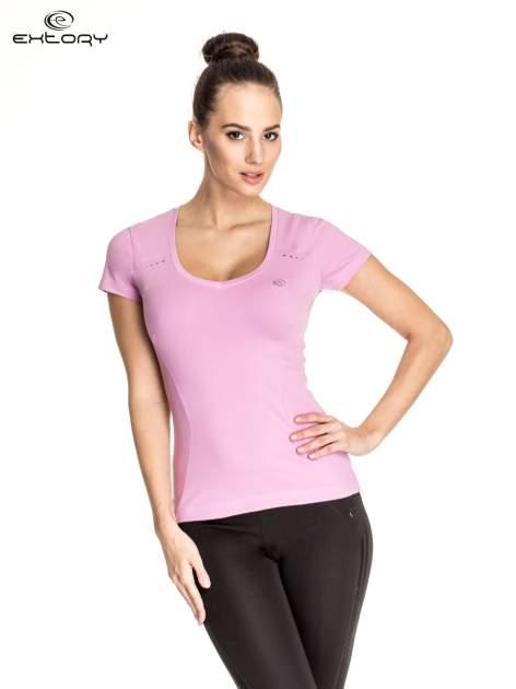 Jasnofioletowy damski t-shirt sportowy z przeszyciami
