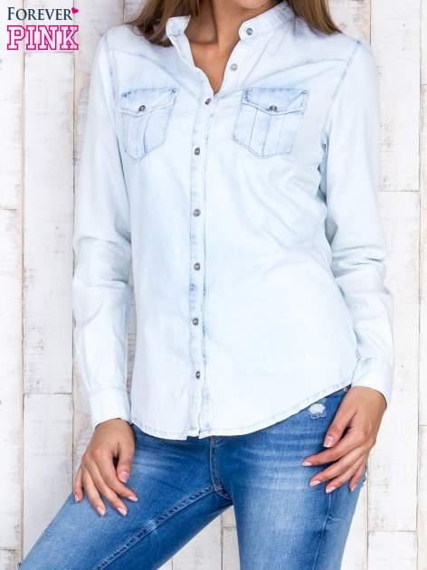 Jasnoniebieska damska koszula z jeansu                                  zdj.                                  1