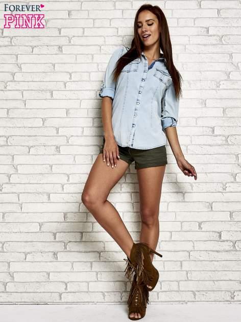 Jasnoniebieska jeansowa koszula z podwijanymi rękawami                                  zdj.                                  2