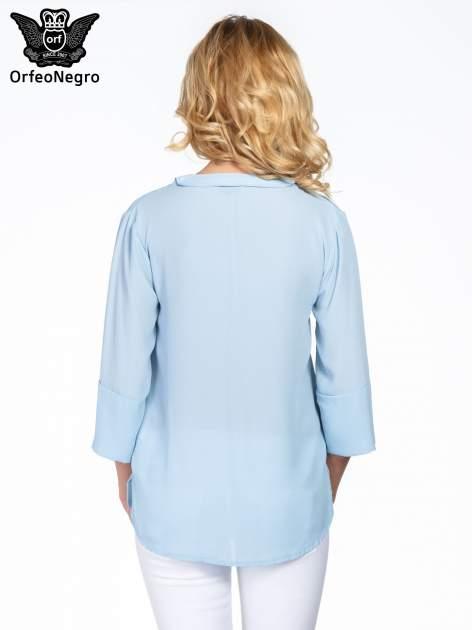 Jasnoniebieska koszula z dłuższym tyłem i rękawkami 3/4                                  zdj.                                  4