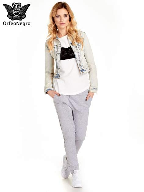 Jasnoniebieska kurtka jeansowa damska marmurkowa Jasnoniebieska kurtka jeansowa damska marmurkowa z kieszeniami                                  zdj.                                  2