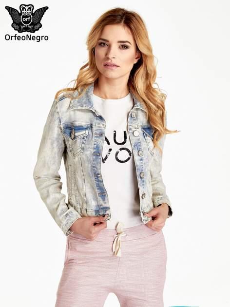 Jasnoniebieska kurtka jeansowa damska marmurkowa z kieszeniami na patki