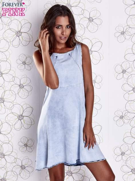 Jasnoniebieska rozkloszowana dekatyzowana sukienka                                  zdj.                                  5
